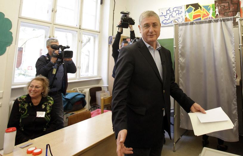 Lider opozycyjnej Koalicji Demokratycznej Ferenc Gyurcsany oddaje głos /PETER KOHALMI /AFP