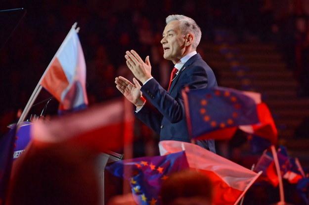 Lider partii Wiosna Robert Biedroń podczas konwencji założycielskiej ugrupowania w hali warszawskiego Torwaru / Jakub Kamiński    /PAP