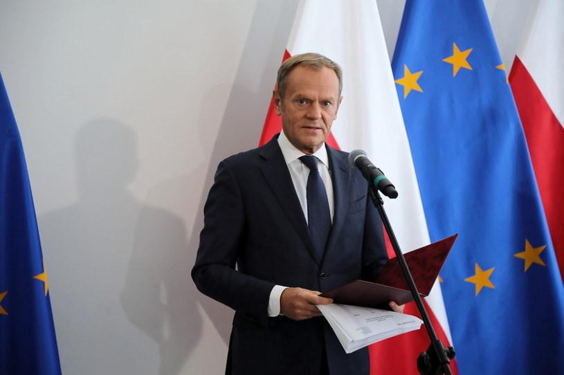 Lider Platformy Obywatelskiej Donald Tusk podczas konferencji prasowej w Senacie w Warszawie /Wojciech Olkuśnik /PAP