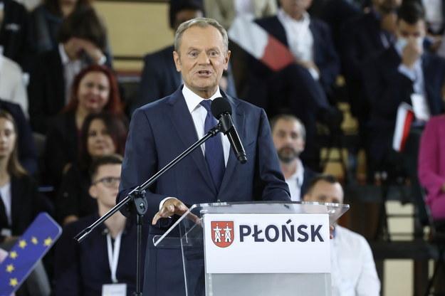 Lider Platformy Obywatelskiej Donald Tusk podczas krajowej Konwencji Platformy Obywatelskiej w Miejskim Centrum Sportu i Rekreacji w Płońsku /Wojciech Olkuśnik /PAP