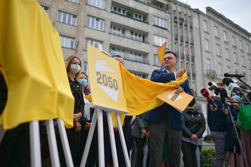 Lider ruchu Polska 2050 Szymon Hołownia podczas briefingu prasowego / Marcin Obara  /PAP