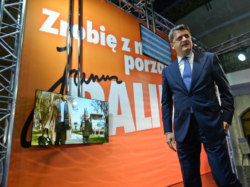 Lider Twojego Ruchu i kandydat na prezydenta - Janusz Palikot w swoim sztabie, podczas wieczoru wyborczego w Warszawie /PAP