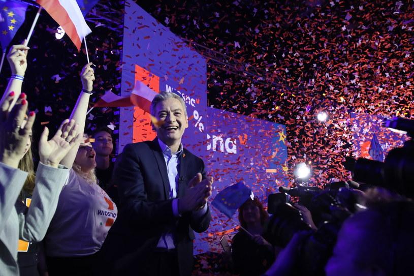 Lider Wiosny Robert Biedroń w sztabie wyborczym partii w Warszawie /Leszek Szymański /PAP