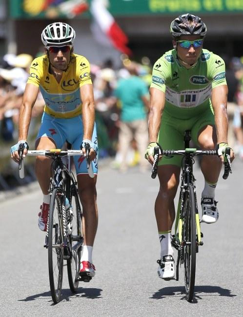 Lider wyścigu, Vincenzo Nibali i lider klasyfikacji sprinterskiej - Peter Sagan /PAP/EPA