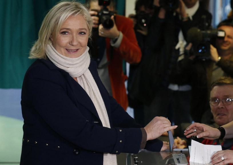 Liderka Frontu Narodowego Marine Le Pen podczas niedzielnych wyborów /Pascal Rossignol/Reuters /Agencja FORUM