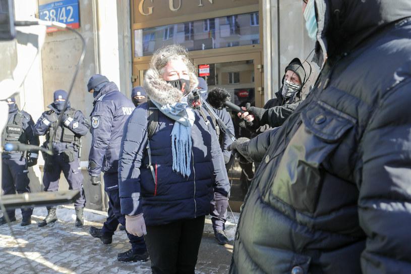 Liderka Strajku Kobiet Marta Lempart przed prokuraturą na ul. Kruczej w Warszawie /Beata Zawadzka/East News /East News