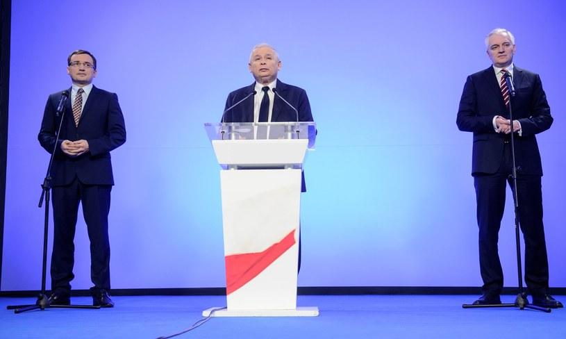 Liderzy trzech partii wchodzących w skład Zjednoczonej Prawicy, lider PiS - Jarosław Kaczyński, szef Soldarnej Polski Zbigniew Ziobro i lider Porozumienia Jarosław Gowin /Bartosz Krupa /East News