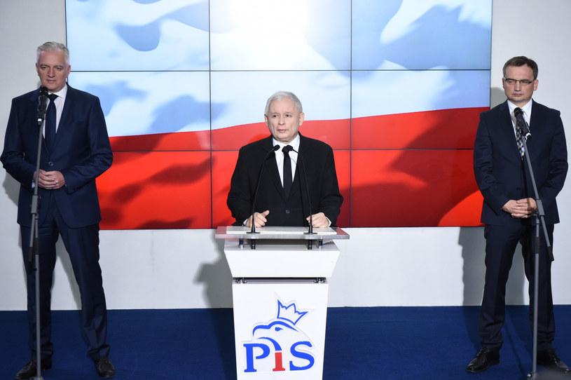 Liderzy Zjednoczonej Prawicy: Jarosław Gowin, Jarosław Kaczyński i Zbigniew Ziobro /Rafal Oleksiewicz /Reporter