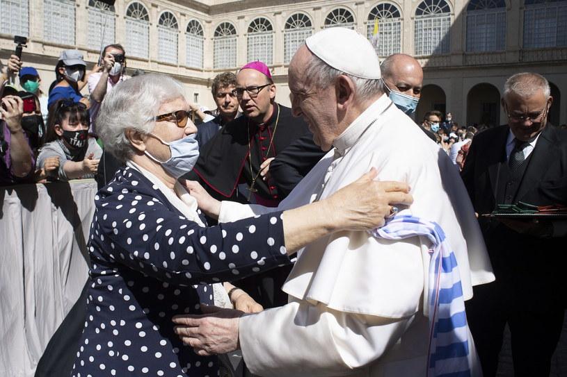 Lidia Maksymowicz i papież Franciszek /VATICAN MEDIA HANDOUT /PAP/EPA