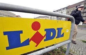 Lidl będzie dostarczał ekologiczną energię elektryczną /AFP