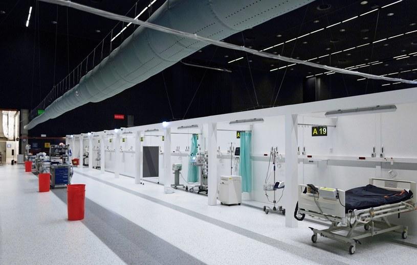 Likwidacja szpitala tymczasowego w hali Międzynarodowego Centrum Kongresowego w Katowicach /Andrzej Grygiel /PAP