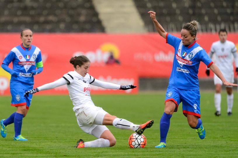 Liliana Kostowa (biały strój) strzeliła dwa gole dla Medyka /Jakub Kaczmarczyk /PAP