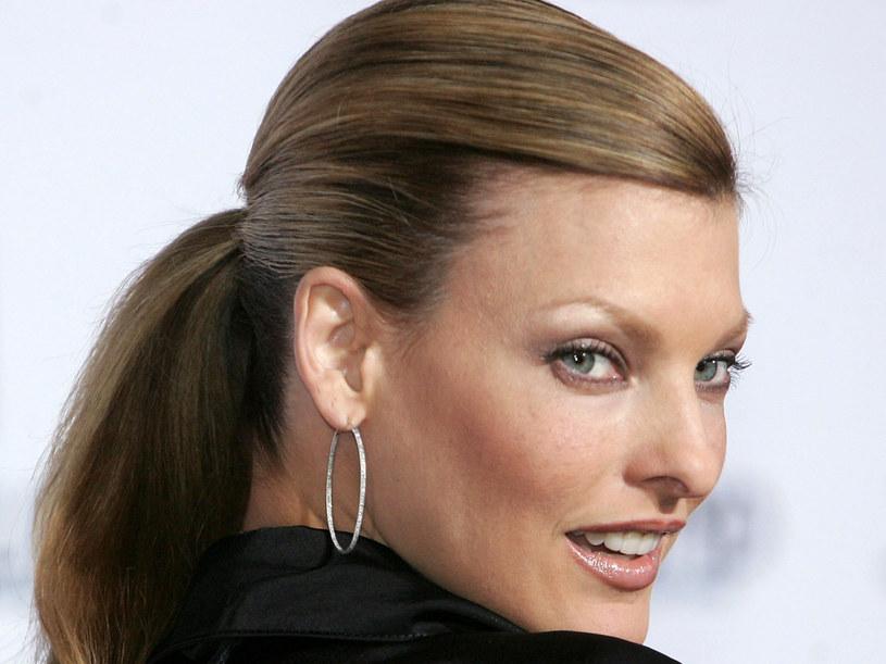 Linda stworzyła linię kosmetyków, wśród których nie mogło zabraknąć  bazy pod maskarę  /Getty Images/Flash Press Media