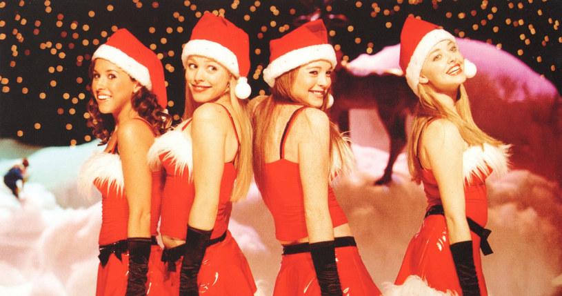 "Lindsay Lohan, Lacey Charbert, Rachel McAdams i Amanda Seyfield na planie filmu ""Wredne dziewczyny"" /Mary Evans Picture Library /East News"