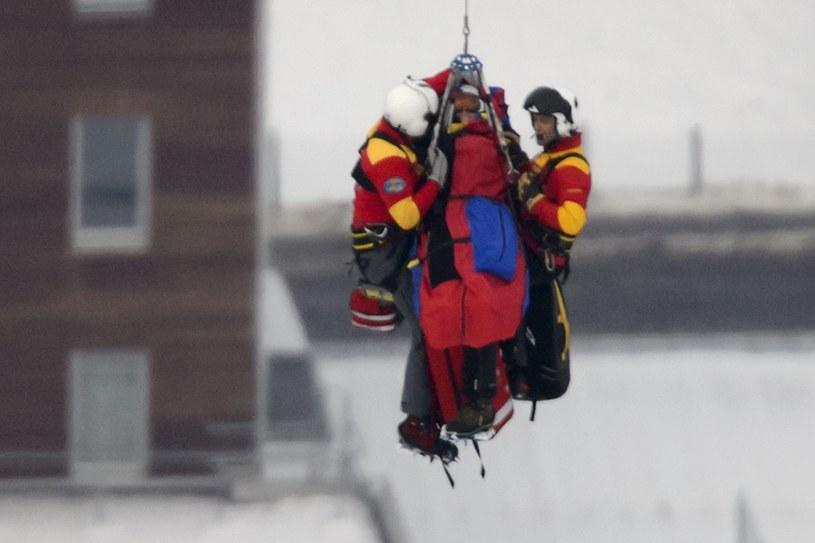 Lindsey Vonn została przetransportowana wprost ze stoku helikopterem do szpitala /AFP