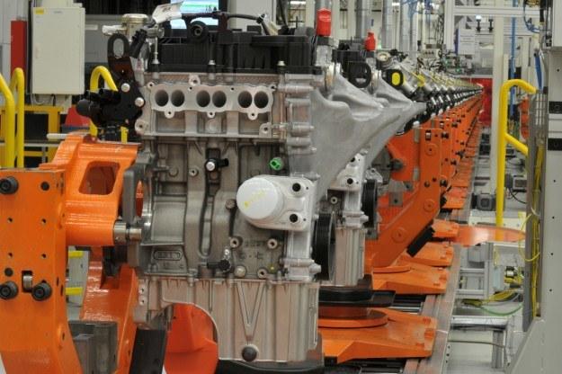 Linia produkcyjna trzycylindrowego silnika 1.0 Ecoboost Forda. /