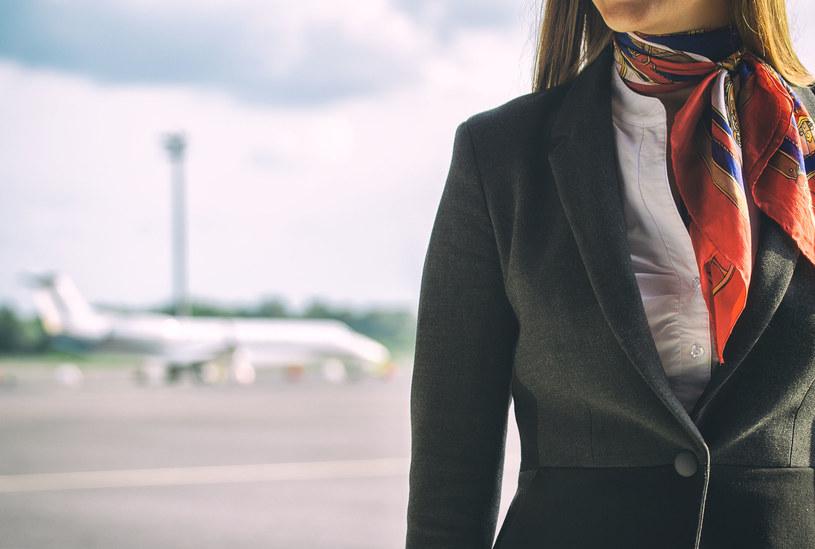 Linie lotnicze dbają o wizerunek swoich stewardes. To one są twarzą firmy, pilotów przecież najczęściej nie widzimy /123RF/PICSEL