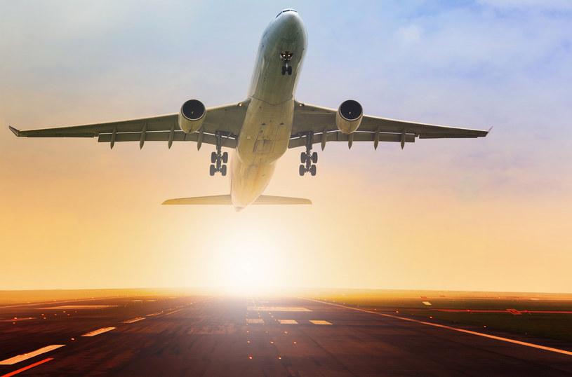 Linie lotnicze sięgają po kolejne fundusze pomocowe /123RF/PICSEL
