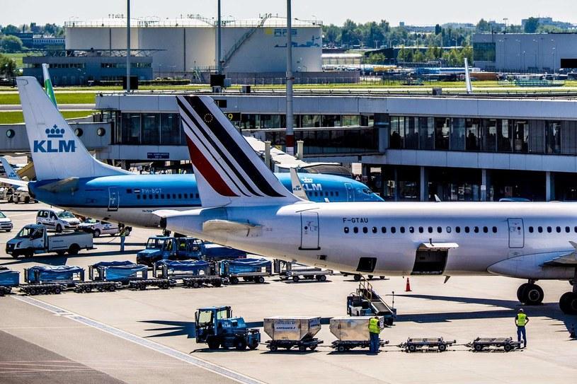 Linie lotnicze to niejedyna część branży turystycznej, która teraz ponosi straty... /AFP