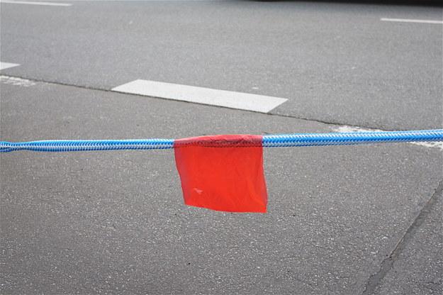 Linka holownicza, jeśli nie jest biało-czerwona, musi mieć czerwone lub żółte oznaczenie. /Motor