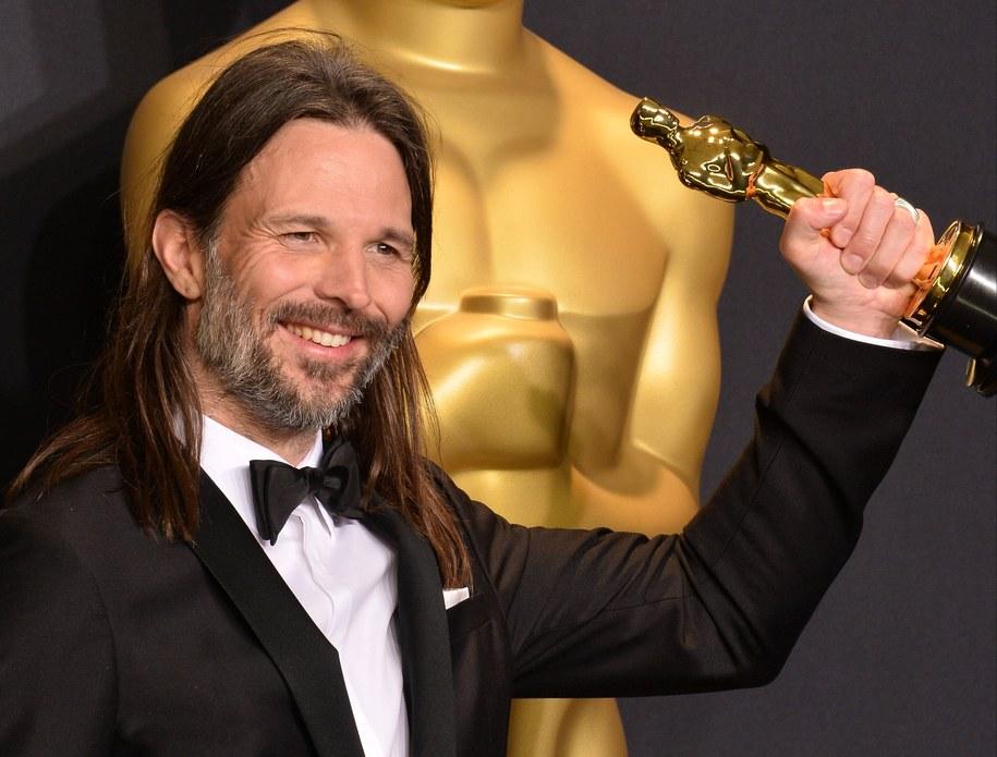 """Linus Sandgren z Oscarem za zdjęcia do """"La La Land"""" /JIM RUYMEN /PAP/Newscom"""