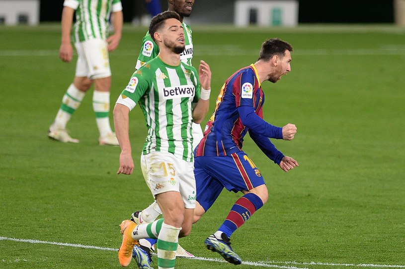 Lionel Messi cieszy się z gola /AFP
