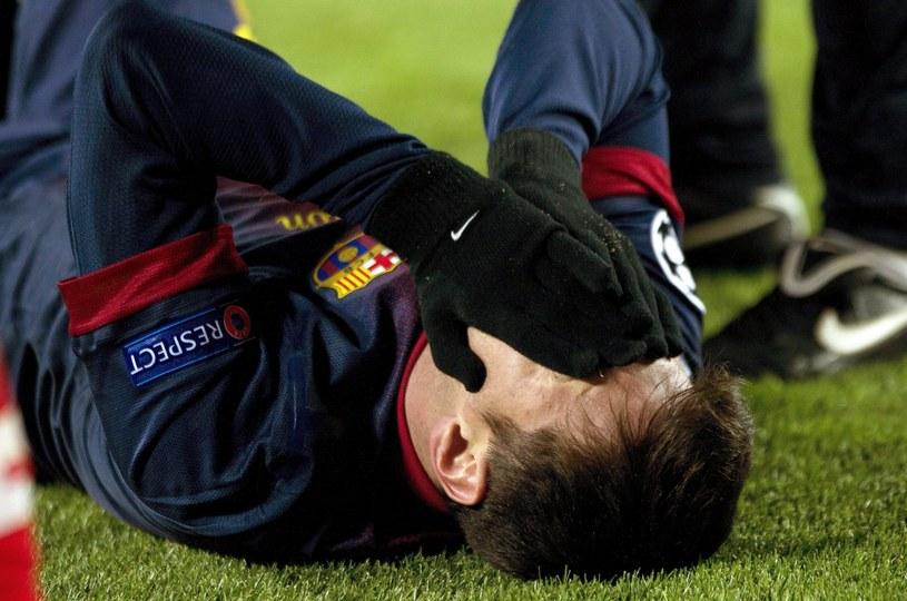 Lionel Messi doznał kontuzji kolana w meczu z Benfiką Lizbona /PAP/EPA