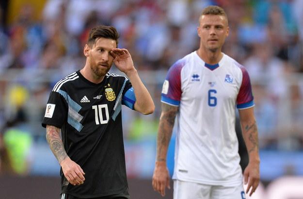 Lionel Messi i Ragnar Sigurdsson w meczu MŚ 2018 w Rosji /PETER POWELL   /PAP/EPA