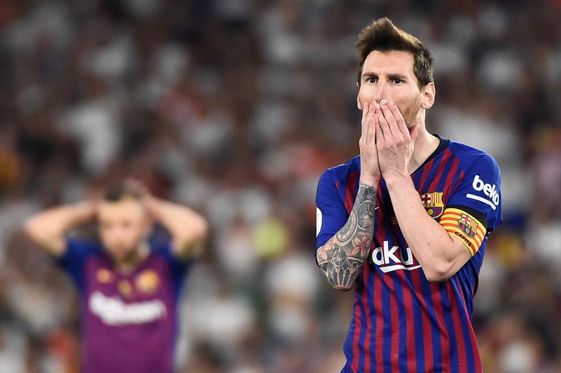Lionel Messi jest coraz bardziej osamotniony w ofensywie Barcelony /AFP