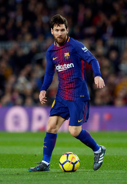Lionel Messi jest jednym z sześciu wychowanków, grających obecnie dla Barcelony /AFP