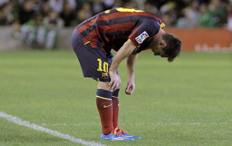 Lionel Messi nabawił się kontuzji w meczu z Betisem Sewilla /PAP/EPA