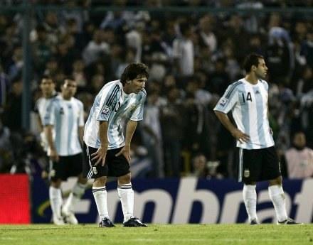 Lionel Messi nie ma ostatnio powodów do zadowolenia /AFP