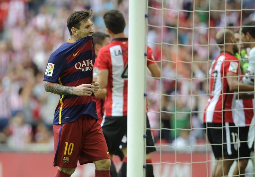 Lionel Messi po niewykorzystanym rzucie karnym. To nie zdarza mu się często /AFP