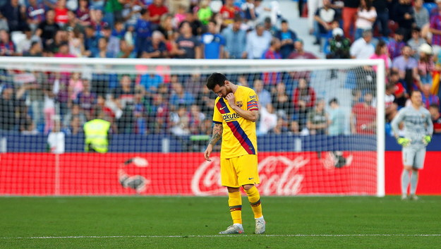 Lionel Messi podczas meczu z Levante /PAP/EPA/MIGUEL ANGEL POLO /PAP/EPA