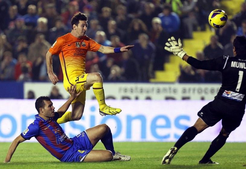 Lionel Messi strzelił dwa gole w meczu z Levante /PAP/EPA