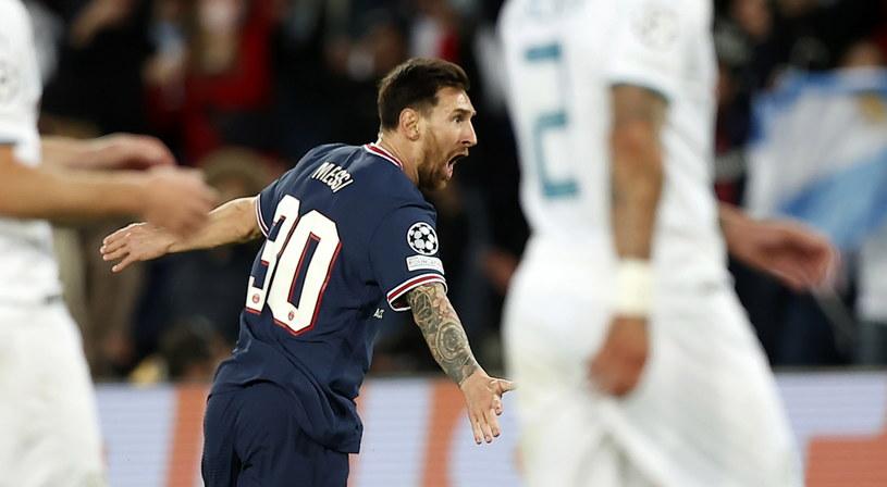 Lionel Messi świętujący pierwsze trafienie w barwach PSG /IAN LANGSDON /PAP/EPA