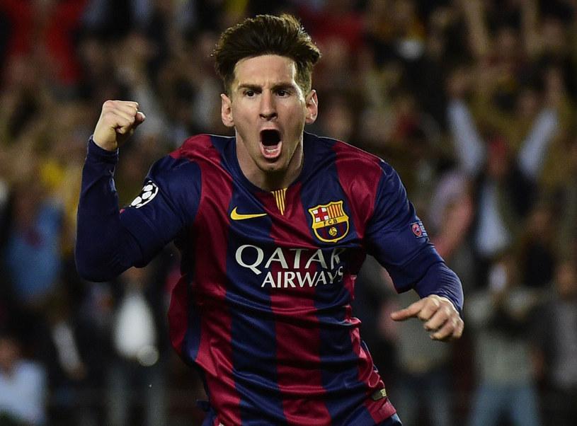 Lionel Messi triumfuje po bramce dla Barcelony /AFP
