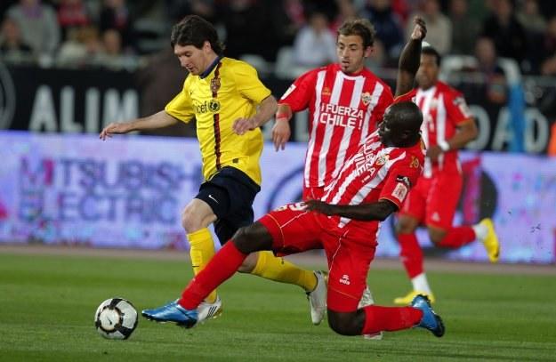 Lionel Messi uratował Barcelonie remis w Almerii. /AFP