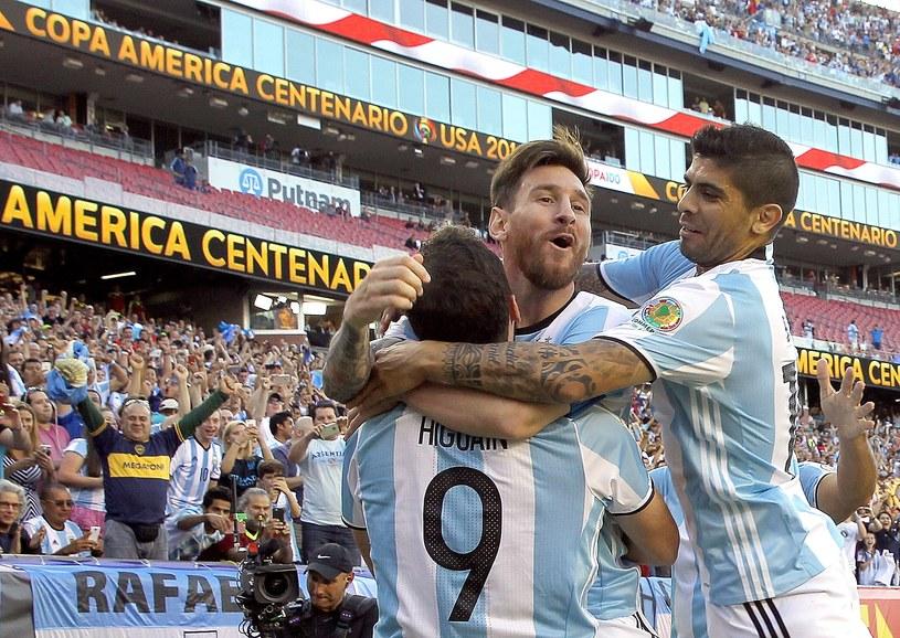 Lionel Messi (w środku) /AFP