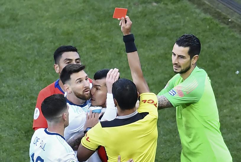 Lionel Messi z czerwoną kartką podczas Copa America /AFP