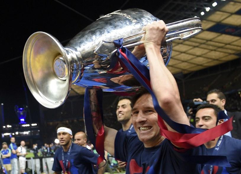 Lionel Messi z Pucharem Europy /AFP