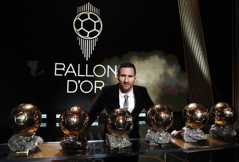 """Lionel Messi z sześcioma statuetkami w plebiscycie """"France Football"""" /AFP"""
