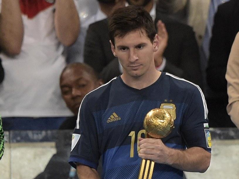 """Lionel Messi ze """"Złotą Piłką"""" dla najlepszego piłkarza mundialu w Brazylii /AFP"""