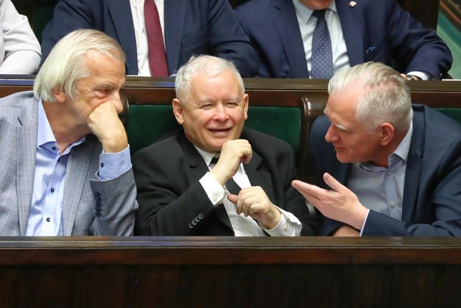 Lipiec 2019. Ryszard Terlecki, Jarosław Kaczyński i Jarosław Gowin / Tomasz Gzell    /PAP
