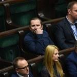 Liroy bez czapeczki w Sejmie. Nie do poznania!