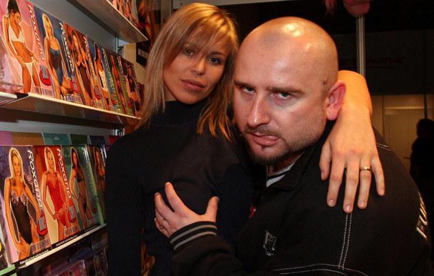 Liroy ze swoją żoną Joanną Krochmalską na targach erotycznych /Piotr Fotek /Reporter