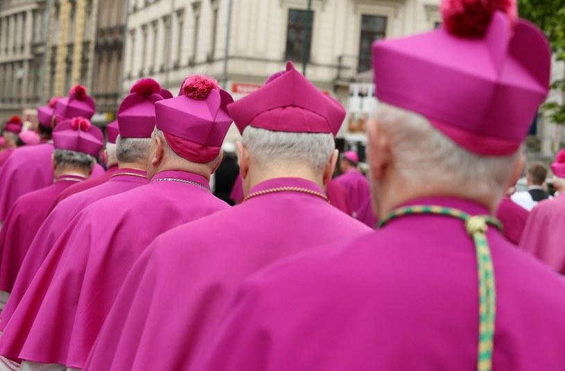 List biskupów czytany jest w kościołach w całej Polsce /Damian Klamka /East News