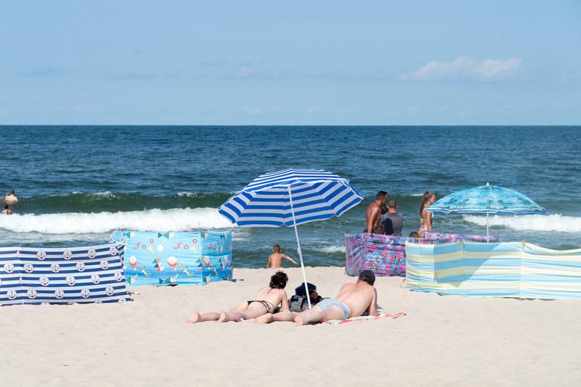 Lista plażowych grzechów Polaków jest długa, a przecież każdy marzy o spokojnym wypoczynku na urlopie /Wojciech Stróżyk /Reporter   /East News