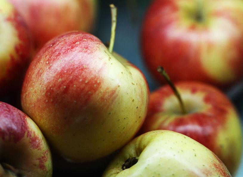 Lista schorzeń, przed którymi może nas ustrzec jedzenie jabłek, jest długa /Picsel /123RF/PICSEL
