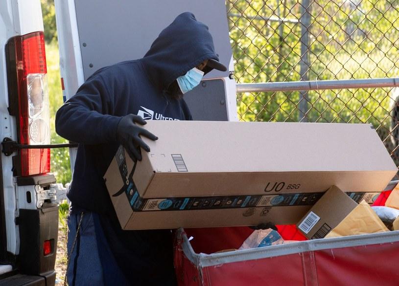 Listonosz w USA przyłapany na kradzieży konsol /AFP